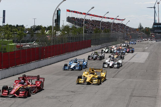 Scott Dixon and Helio Castroneves lead the field to the green flag to start the Honda Indy Toronto