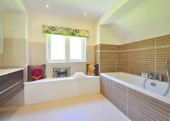 Déco minimaliste : les bonnes astuces pour l'adopter dans votre salle de bain