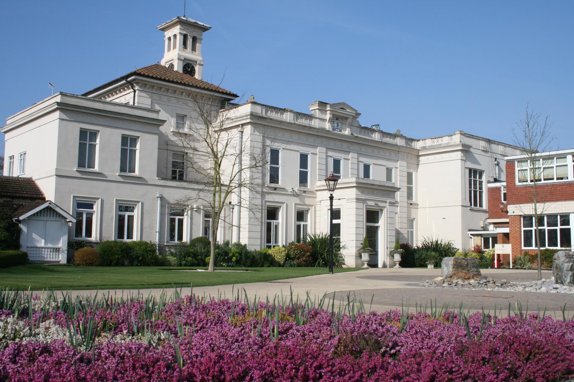 Weybridge-College