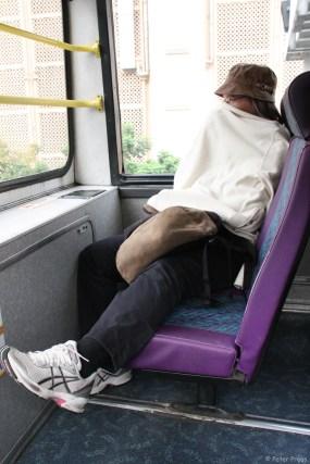 Im Bus oben vorne ist beste Sicht, aber saukalt, wie in Asien üblich