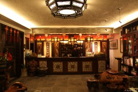 """""""Museumshotel"""" mit wunderbarer Einrichtung und lausigem Frühstücksservice"""
