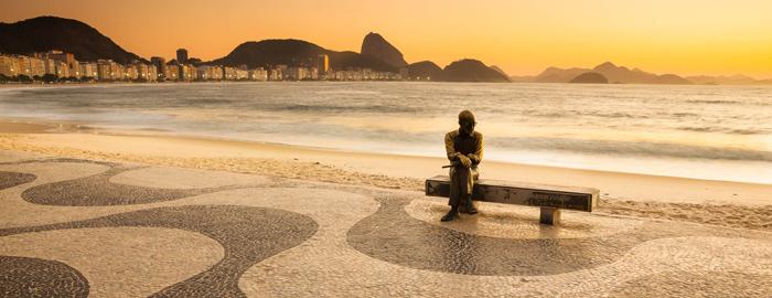 thumb-estatua-drummond-de-andrade-em-copacabana