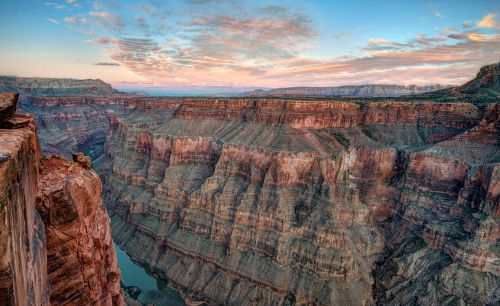 Toroweap Overlook at the Grand Canyon. Courtesy of PDTillman, under a Creative Commons license