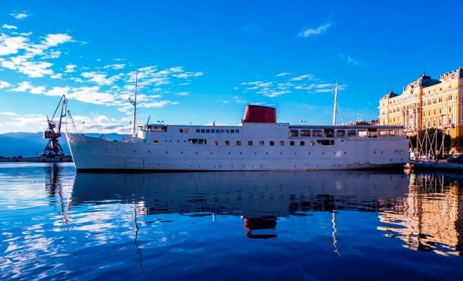 Botel (boat hotel) Marina