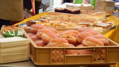 25. Großes Funkenburgfest, Danke für den leckeren Kuchen der Bäcker in unserem Viertel für das FuBuFe-Cafe, Foto: M. Geißler
