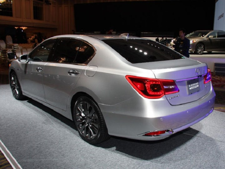 2016 Honda Legend rear view