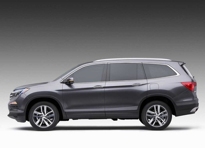 2017 Honda Pilot side view