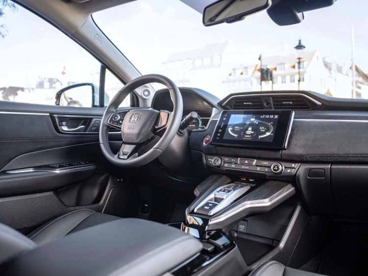 2019 Honda Legend interior