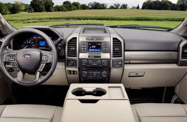 2018 Ford F-550 interior