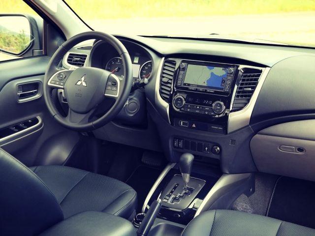2019 Mitsubishi L200 interior view