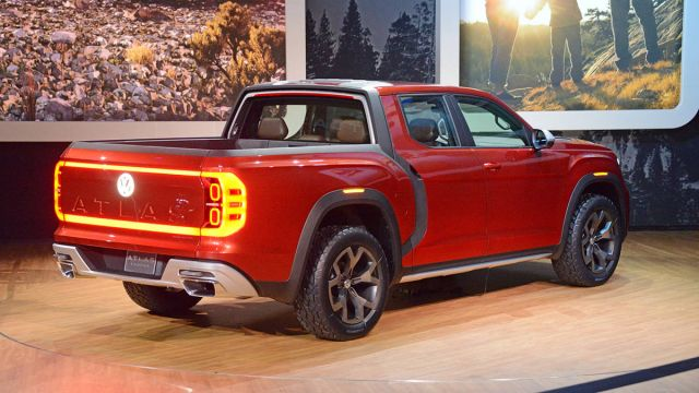 Volkswagen Atlas Tanoak rear