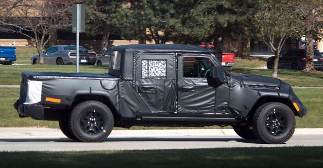 2020 Jeep Scrambler spy shots