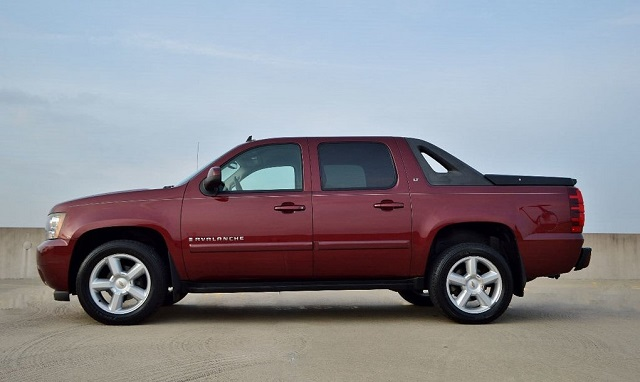 2020 Chevrolet Avalanche side view