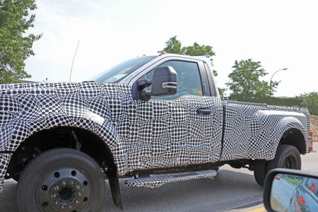 2020 Ford F-350 side