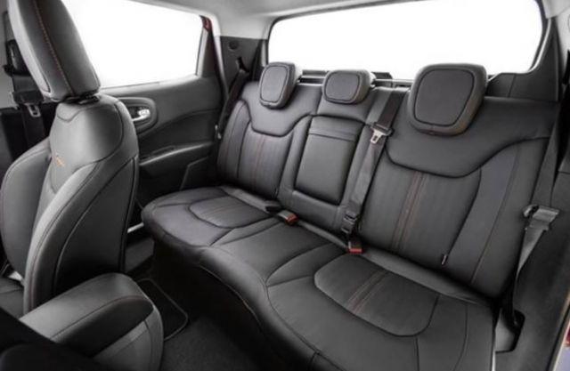 2020 Fiat Toro seats