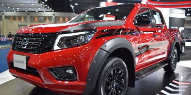 2021 Nissan Navara front