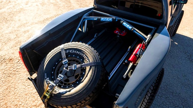 2021 Nissan Frontier Desert Runner equipment