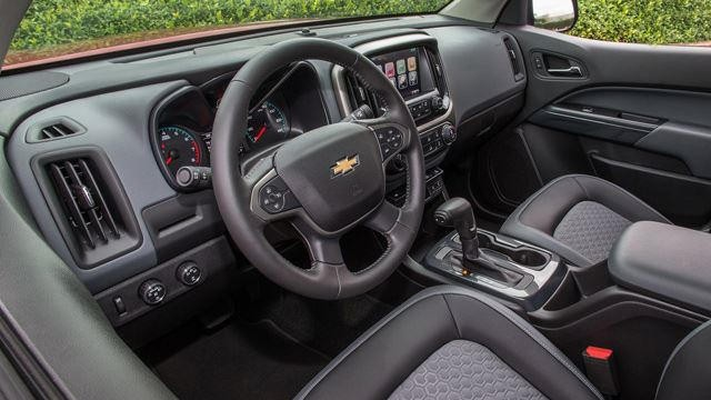 2022 Chevy Colorado interior