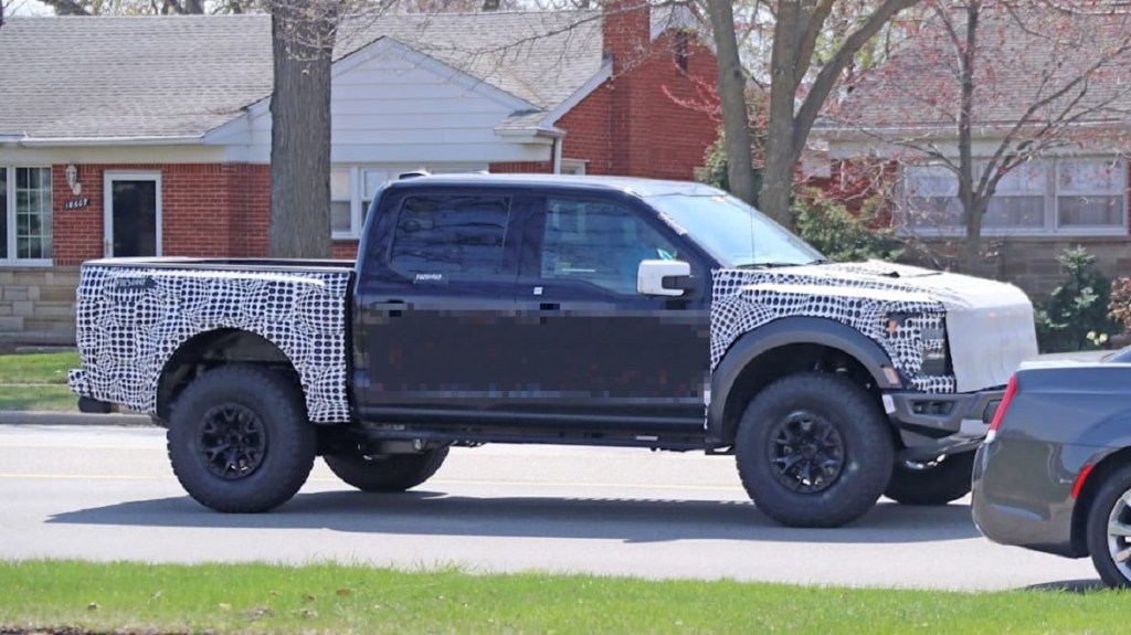 2022 Ford F-150 Raptor R front