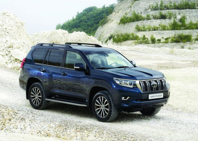 2019 Toyota Land Cruiser side