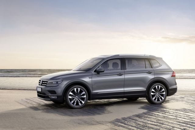 2019 VW Tiguan side