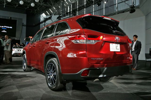 2019 Toyota Highlander rear