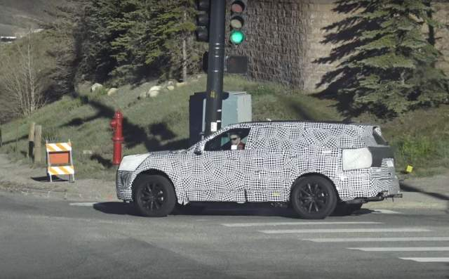2020 Ford Explorer spy shot