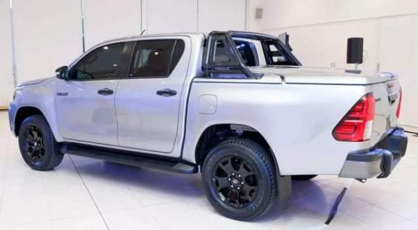 2018 Toyota HiLux Rogue side
