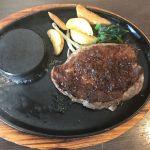【画像あり】彡(^)(^)「ステーキ1kg1時間で食べ切れたら1万円?余裕やろ!w」