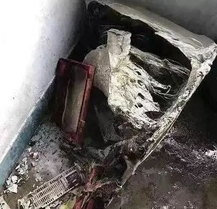 【速報】 中国、ダウンジャケットが爆発