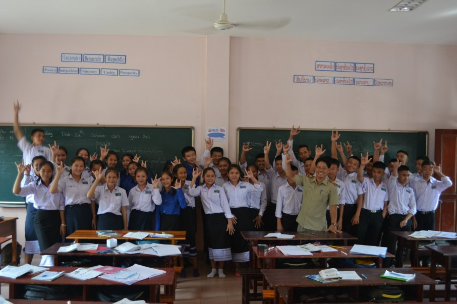 Teacher Souvanh Navong with his class 4/3