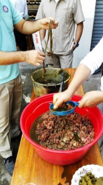 Lao beef salad: Beef and faeces from the intestine