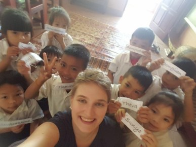 """Julia with the """"Mopsies"""" at Ban Sikeud Primary school"""