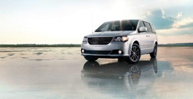 2020 Dodge Grand Caravan front view