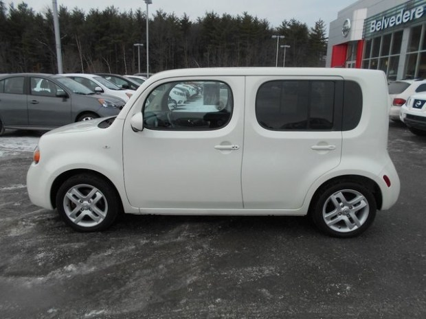 2019 Nissan Cube side view