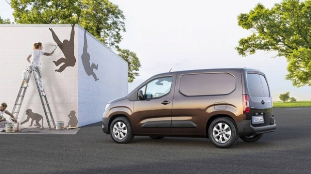 2019 opel combo side view