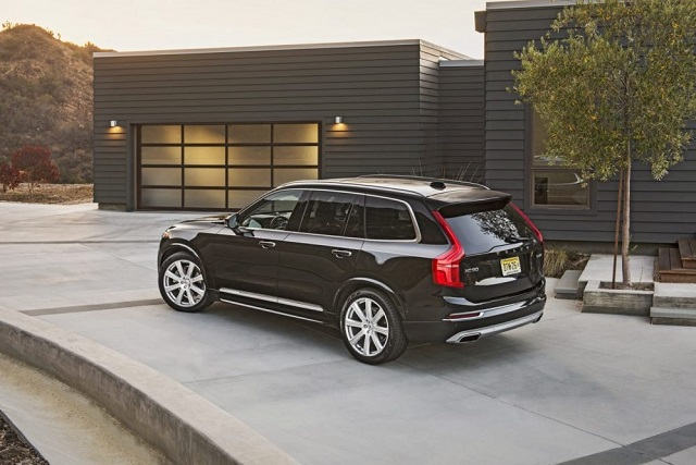 2019 Volvo XC90 side view