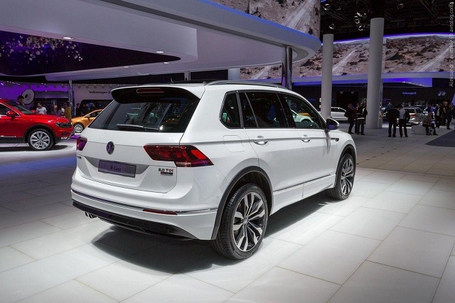 2019 VW Tiguan rear view