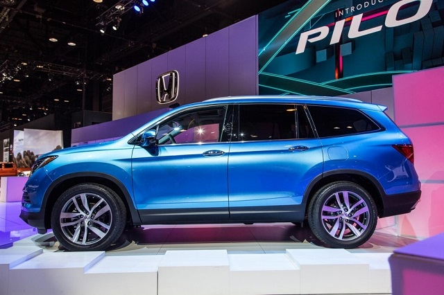 2020 Honda Pilot Hybrid side view