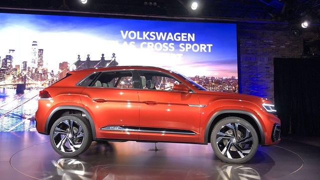 2020 VW Atlas side view