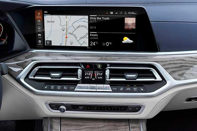 2020 BMW X7 interior