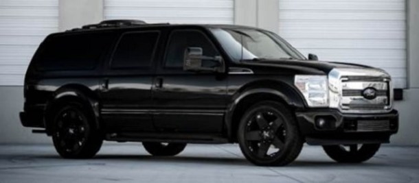 2019 Ford Excursion side