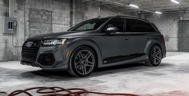 2019 Audi Q7 RS front view