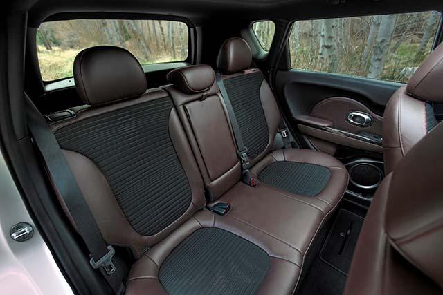 2019 Kia Trailster interior