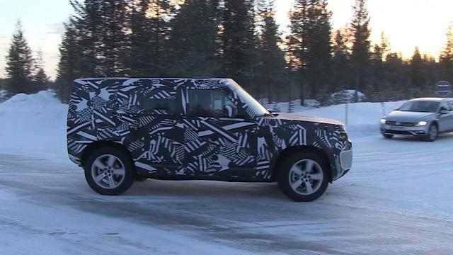 2020 Land Rover Defender spy shot