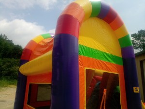 11Over the Rainbow bounce house combo