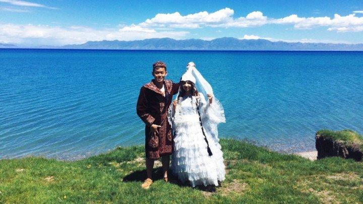 哈薩克傳統服裝