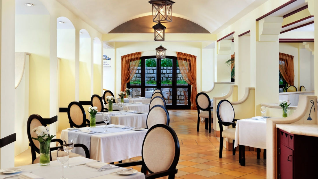 <p>Showcasing a mix of regional and international cuisines, the Jardim Colonial restaurant caters to a variety of discerning palates with an extensive buffet that features a different theme each day of the week.</p> <p><strong>Hotel Deal Tip:</strong> Enjoy accommodation with daily evening meals from €280 per residence suite. Minimum stay of 3 nights required.</p>