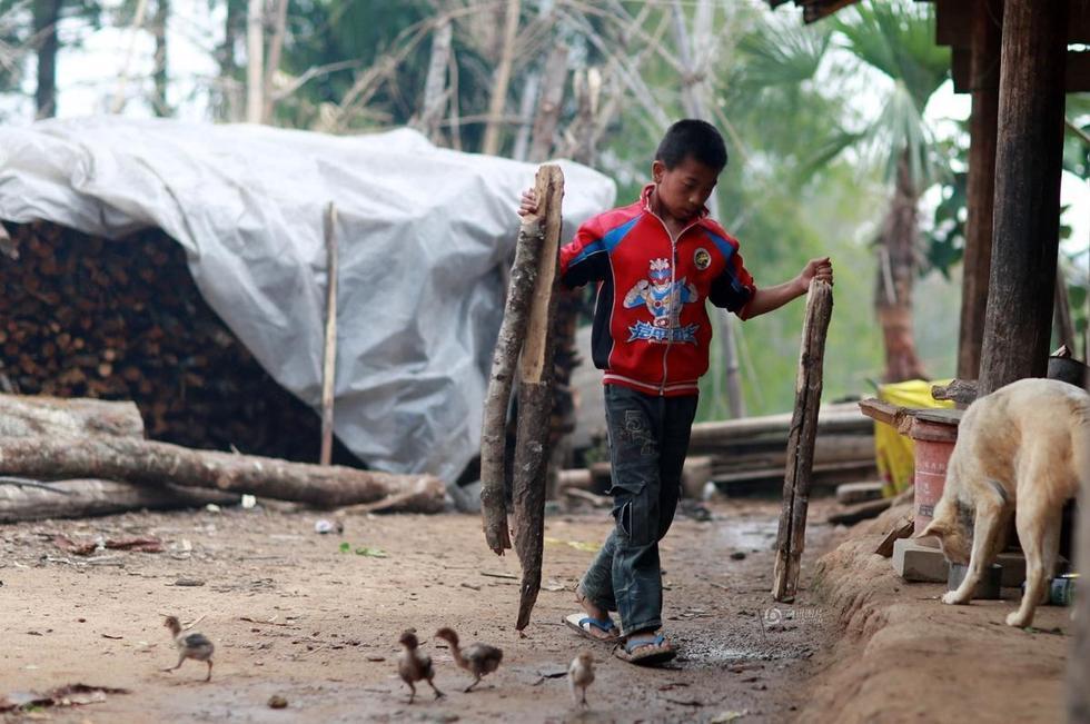 探访中国最穷困人口:人畜同屋1年吃3次肉