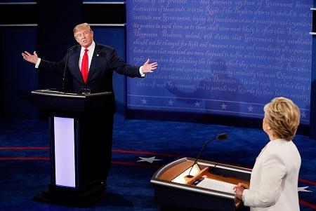 在巨大的压力下,川普于10月19日参加了与希拉里的末场辩论,并再次为自己对女性的不雅言论道歉。 (Mark Ralston-Pool/Getty Images)